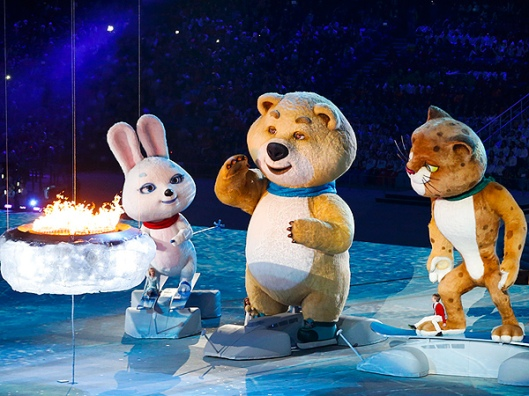 sochi closing Misha and other mascots